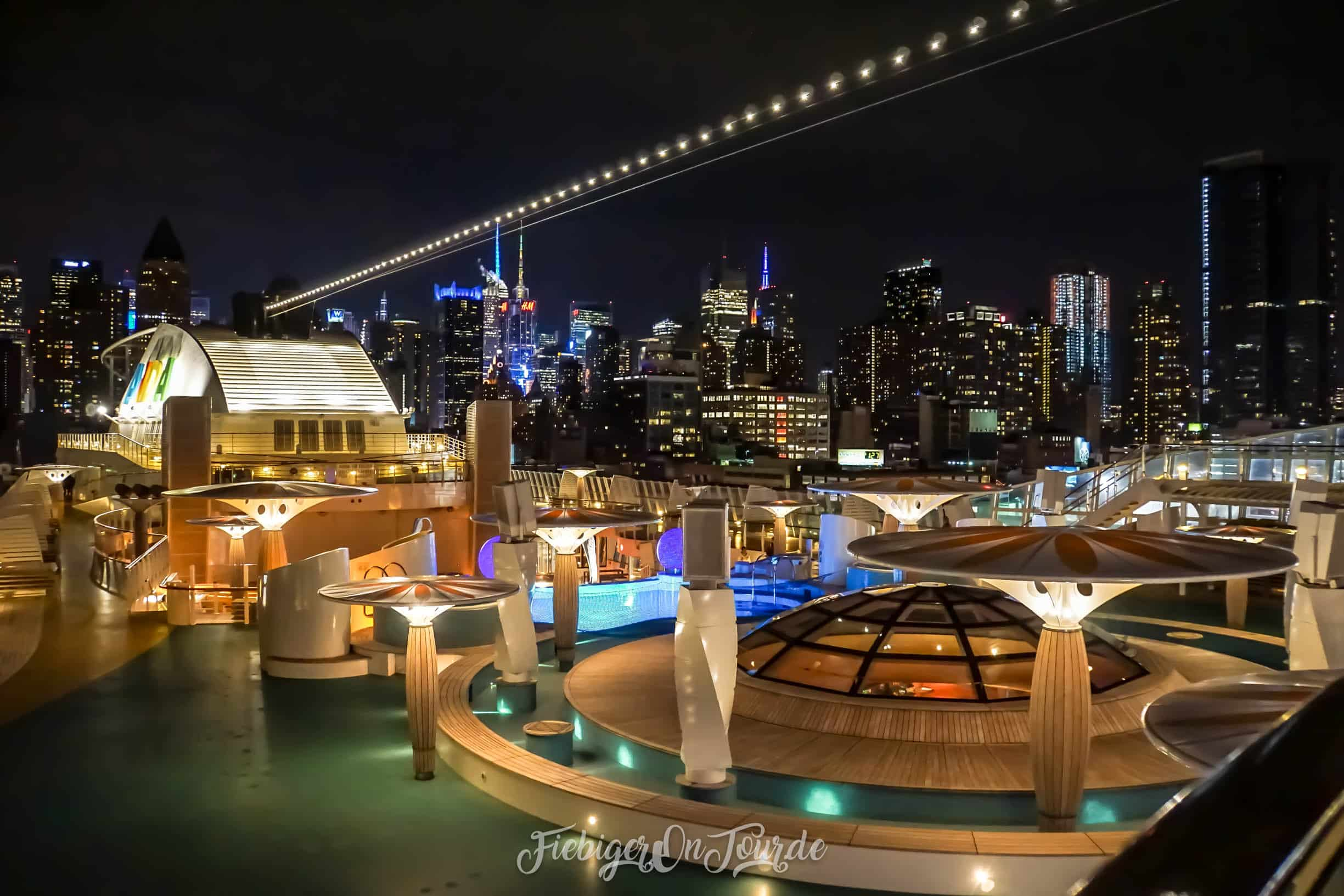 Aida Manhattan Skyline bei Nacht